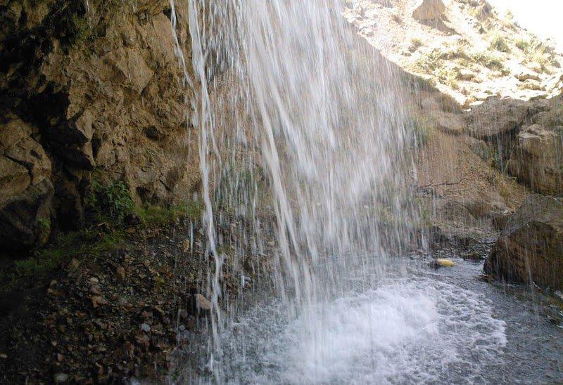 آبشار آیینه ورزان نزدیک دماوند